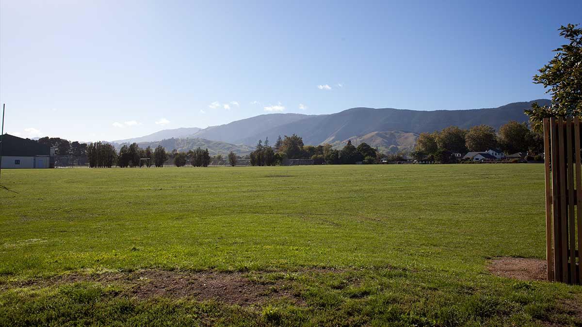 ニュージーランド留学おススメ学校|中学校グラウンド