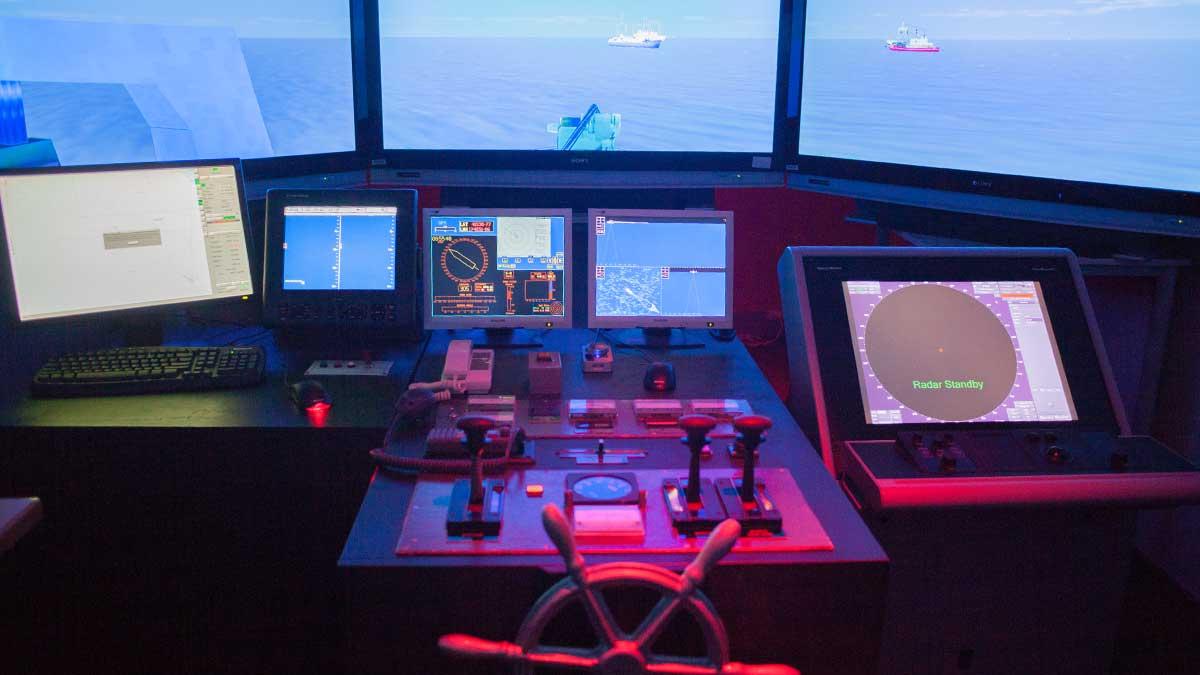 ニュージーランド留学おススメ学校|NMIT 船舶操縦シュミレータ