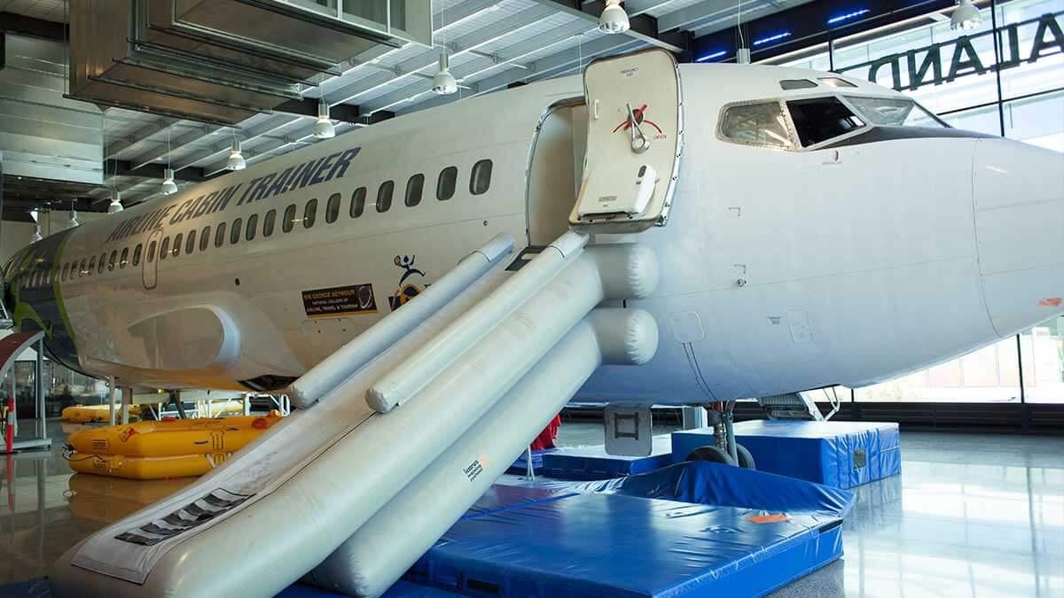 ニュージーランド留学おススメ学校|NZST ボーイング機体