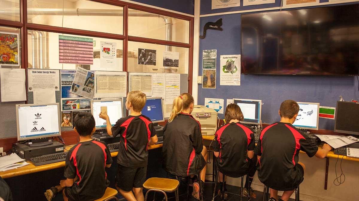 ニュージーランド留学おススメ学校|図工授業風景